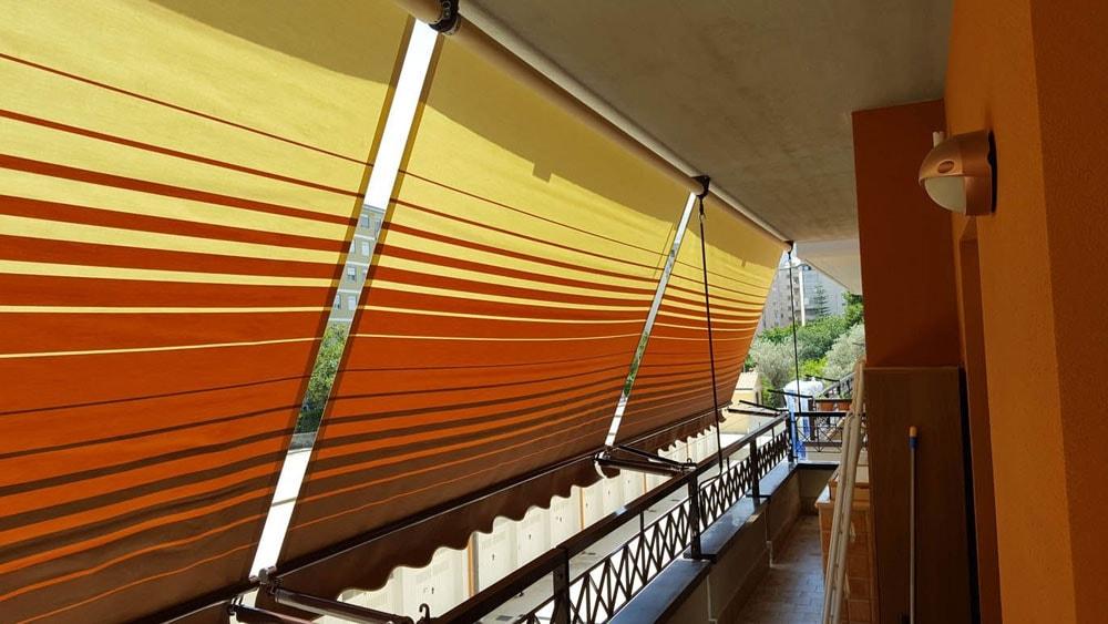 tenda a caduta arancione
